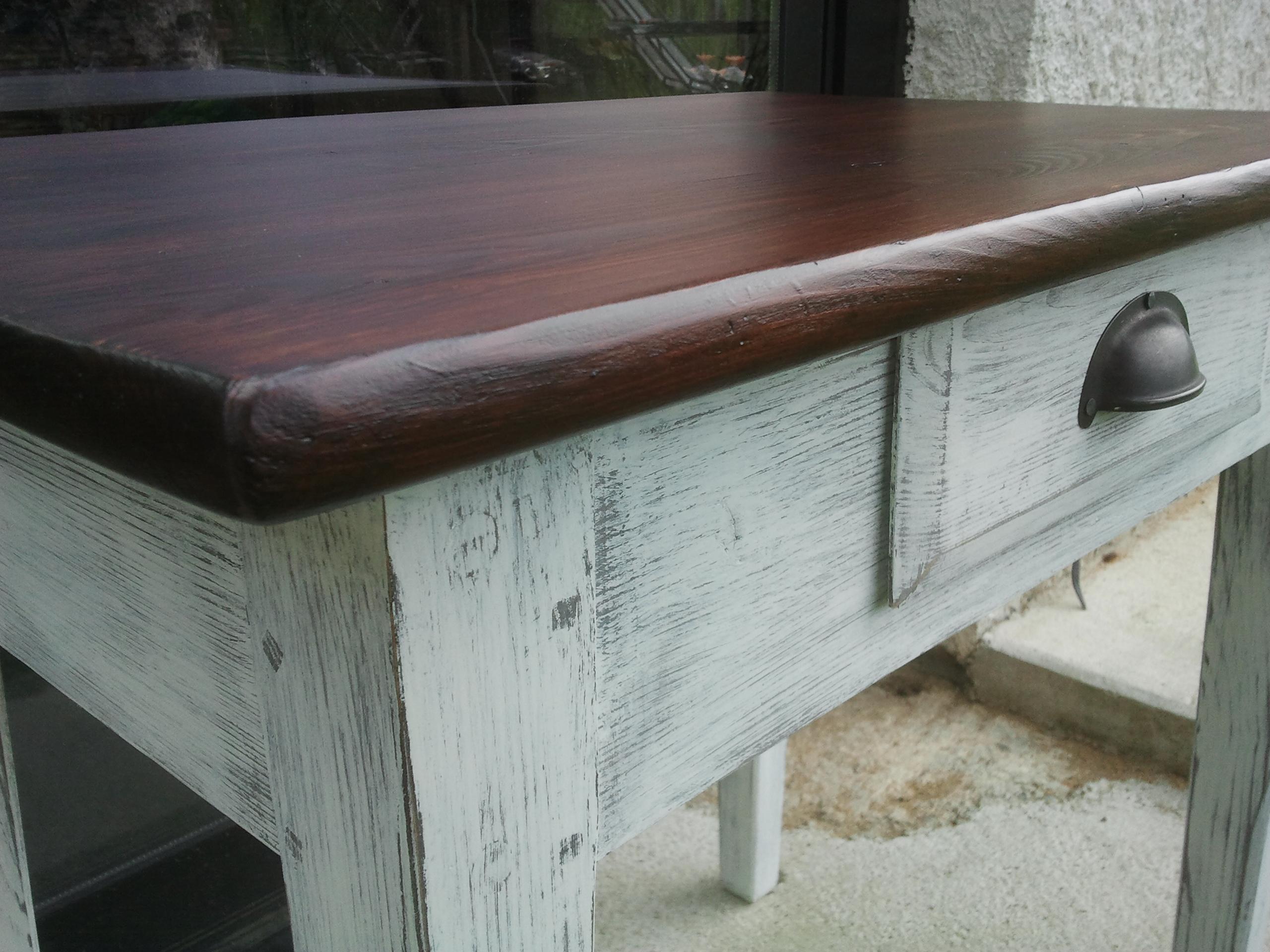 Petite table bois peint ce site regroupe trois activit s for Restaurer une table en bois