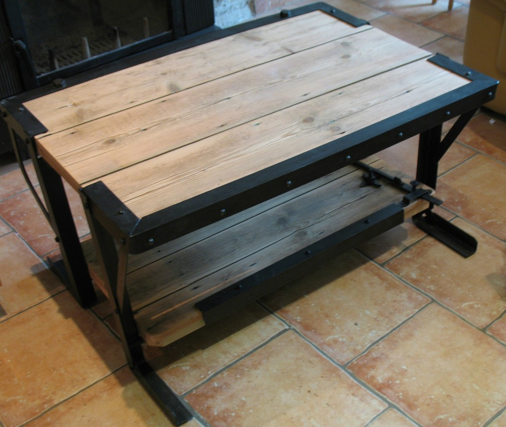 Table basse bois originale ukbix for Table basse bois originale